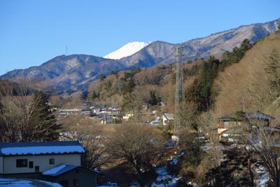 富士山の頭がちょっとだけ見える...