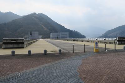 ・・・ドドーンと宮ヶ瀬ダムです...