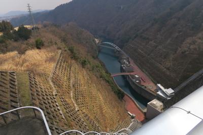 ダムの下流側です。すごい高さが...
