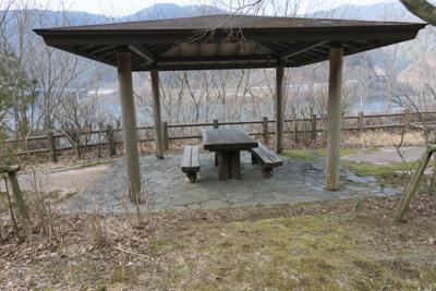 ・・・小さな休憩所があります。...