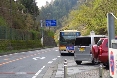 土山峠到着、とほぼ同時にバスも...