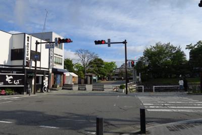 スタートから10分ほどで松本城...