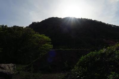もうすぐ太陽が稜線に沈もうとし...