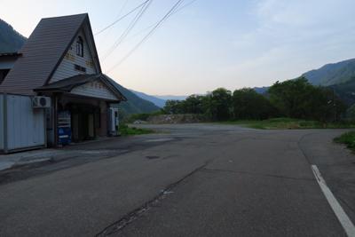 葛葉峠を新潟側から見る。...