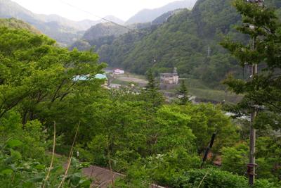隣に流れている姫川を渡らなけれ...