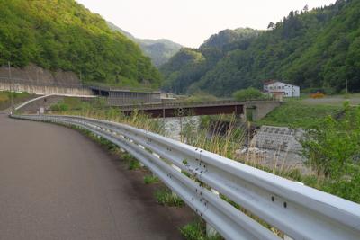 姫川温泉を過ぎて少し行くと、橋...