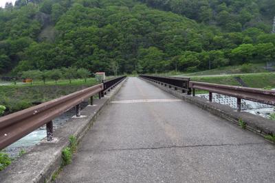 ・・・姫川を渡ります。...
