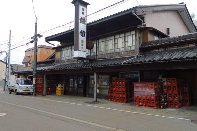 日本酒の「謙信」という銘柄の醸...