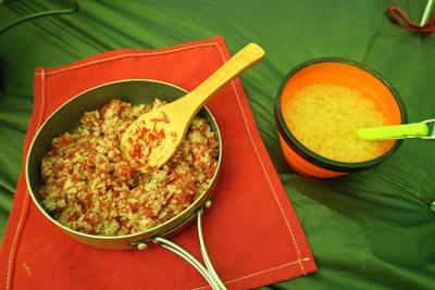 少し早目の夕食。コンビーフ炒飯...