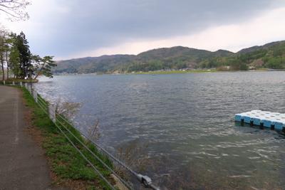 木崎湖。...