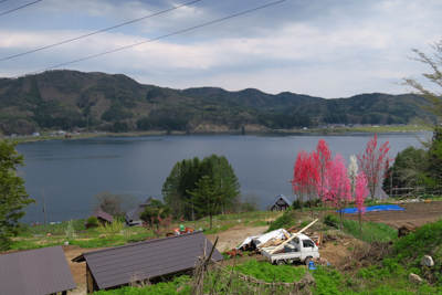 木崎湖を見下ろす。...