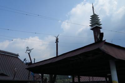 普通の民家だと思うけど、屋根の...