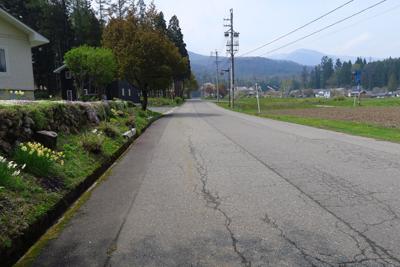 また、しばらくは舗装路歩きにな...