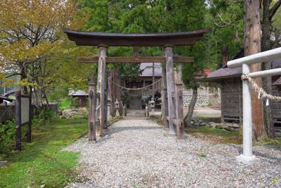 ・・・古そうな神社が見えてくる...