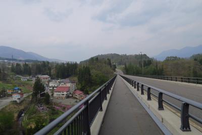 高架橋の上は歩道もしっかりして...