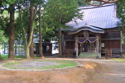 ここは拝殿。その正面に・・・...