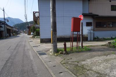 ここを右折。左側少し手前に郵便...