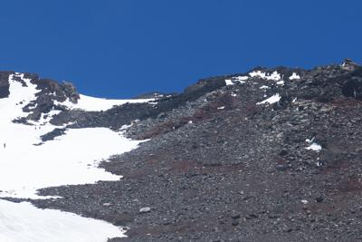 やっと山頂が確認出来た。でも山...