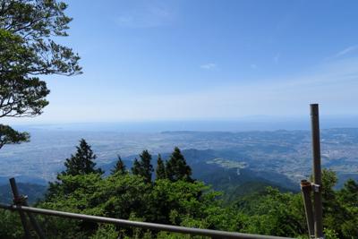 左に江ノ島が見えますね。奥に見...