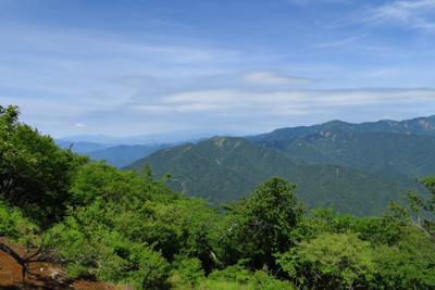 西側の展望、やっぱり富士山は見...