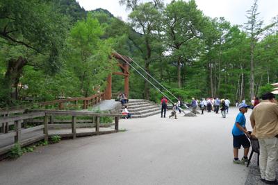 キビキビ歩いて河童橋到着。...