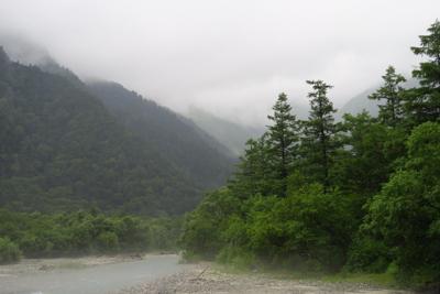 あ〜、雲が岳沢を半分以上隠して...