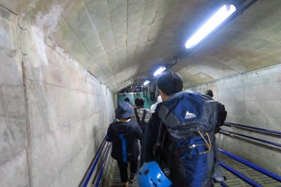 ・・・到着。しばしトンネル内を...