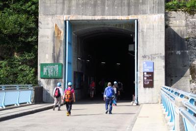 黒部ダムの反対側の入口。...