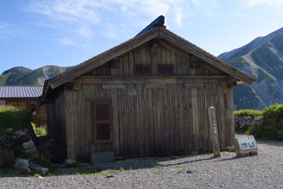 ・・・日本最古の山小屋見学。...