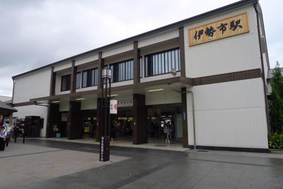 松阪駅から各駅で約30分ほどで...
