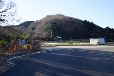 さらに進むと今度は正面に小倉山...