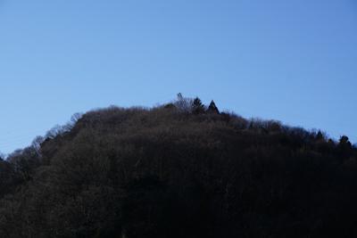 テッペン付近に鉄塔が見えますね...
