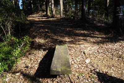ここにもベンチがあった。ここは...