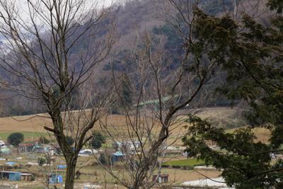 ほら、ここから小倉山の登山口の...