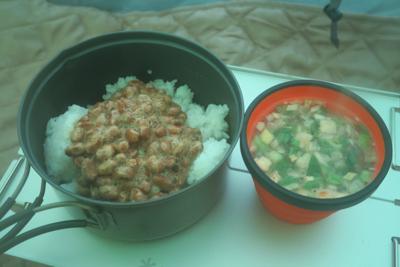 やっぱり、日本の朝食は納豆に味...