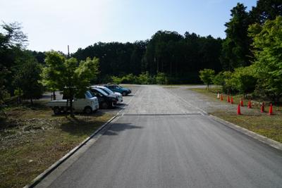 城山湖の駐車場はまだ開いていな...