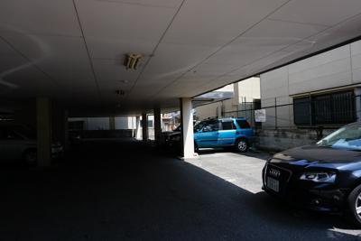 駐車場は予約制だったので、問題...