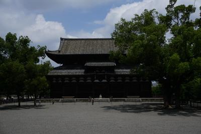 ・・・東寺に到着。正面に国宝の...