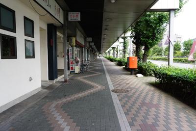 寂れた商店街を通る。ふと、気が...