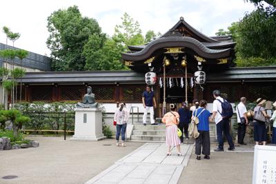 ・・・晴明神社到着。もちろん・...