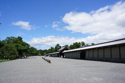 さらに30分ほど歩いて、京都御...