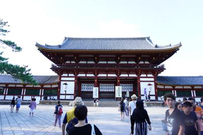 東大寺。入れるのは17時30分...