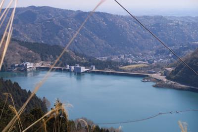 宮ヶ瀬ダムがよく見えます。...