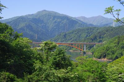 宮ヶ瀬湖畔から、丹沢の核心部を...