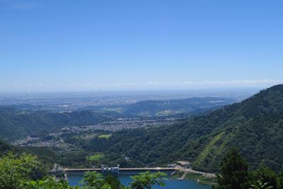展望台からの眺め。宮ケ瀬ダムの...