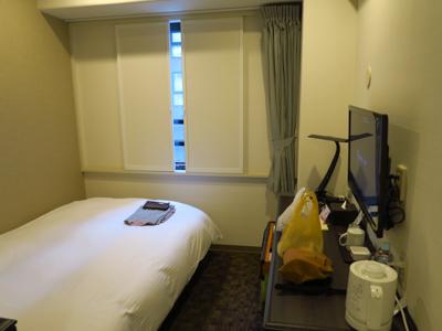 部屋はこんな感じ。まぁ、普通の...
