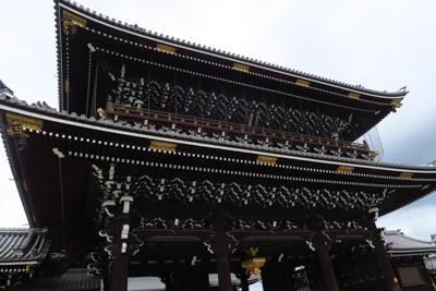 こっちは東本願寺。西本願寺から...