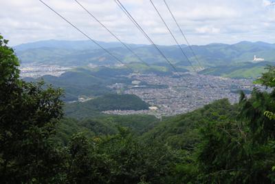 京都盆地の北側が一望できる。意...