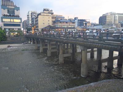 三条大橋到着。...