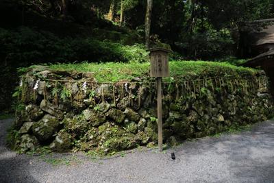 船形石。ここが貴船神社の由来に...